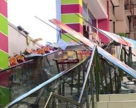 Седем души са пострадали при снощната буря във Варна, сред тях три деца