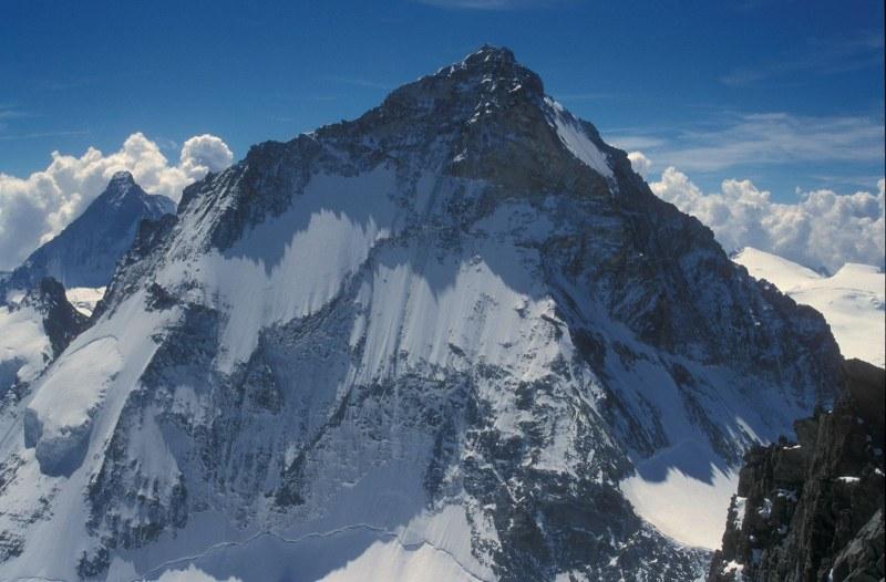 Двама алпинисти загинаха при изкачване на връх в Швейцария