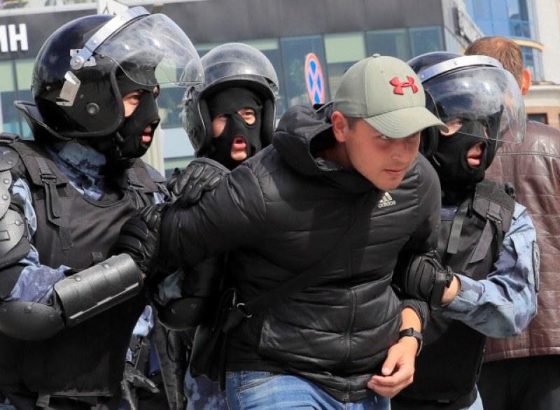 Над 800 арестувани в Москва заради протести
