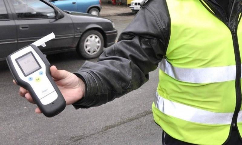 Дрогиран шофьор кръстосва улиците в Пловдив, полицаи го хванаха в крачка
