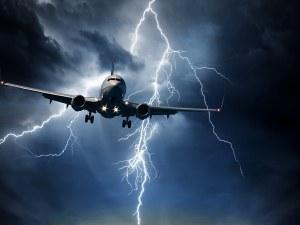 Мълния удари два самолета