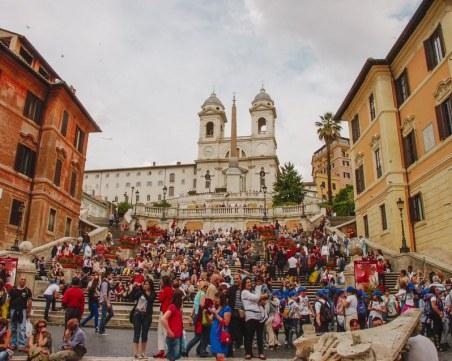 Не сядайте на това място в Рим, чака ви глоба до 400 евро