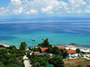 Семейство запази хотел край морето в Гърция, настаниха ги на 1 час пеша от плажа