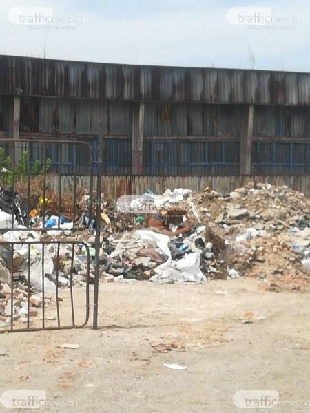 Ново сметище в Столипиново! Бусове и каруци сипят строителен отпадък под прозорците на школо