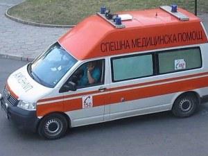 Дете подкара кола и помете жена в благоевградско село