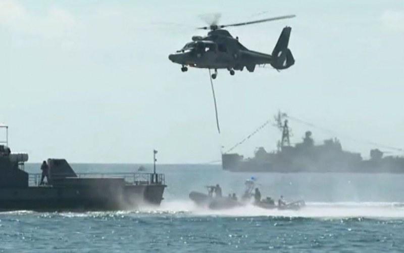 Нова зрелищна акция на командоси на плажа във Варна, част от празненствата за 140 години ВМС
