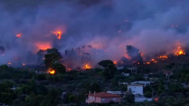 Земетресение от 5 по Рихтер в Гърция, пожари продължават да бушуват в южната ни съседка