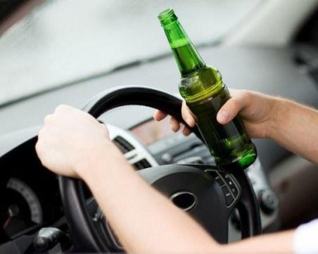 Пиян шофьор се заби в кола, а после в ограда в Пловдивско