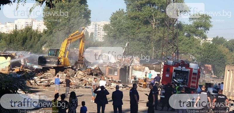 Бутат ромски къщи в София, полиция усмирява гетото до Захарна фабрика