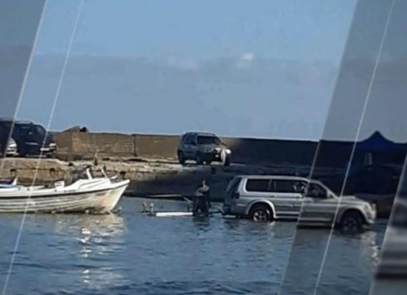 """Джип влезе в морето на плаж """"Болата"""""""