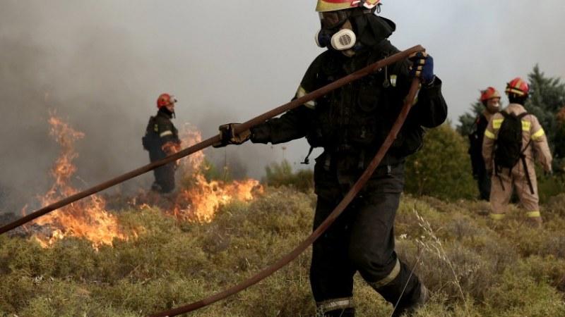 Евакуират туристи от Мармара заради пожар, огнен капан и на Самотраки