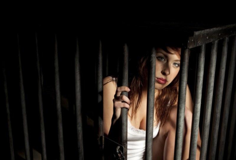 Разбиха банда трафиканти на жени за проститутки в Гърция