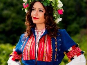 Магическата българска носия оживява в благотворителна изложба в Пловдив