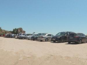 Навалица от коли на плажа Болата, но само петима шофьори глобени
