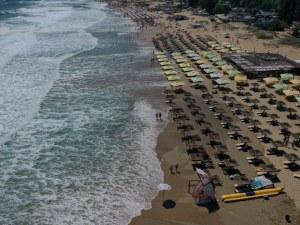 Голямото синьо! Огромни вълни заляха плажовете на
