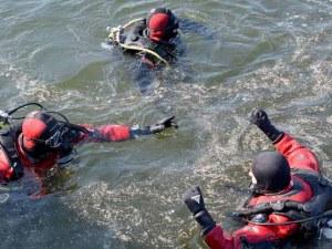 Водолази също търсят 14-годишното момиче, погълнато от вълните във Варна