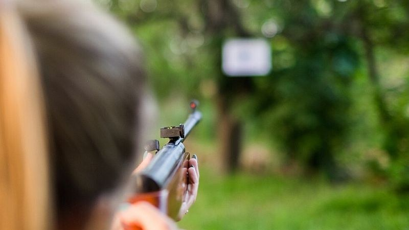 9-годишно момиче простреля сестра си с въздушна пушка