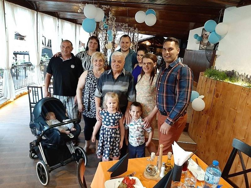 Първият ресторантьор на Асеновград празнува юбилей в звездна компания