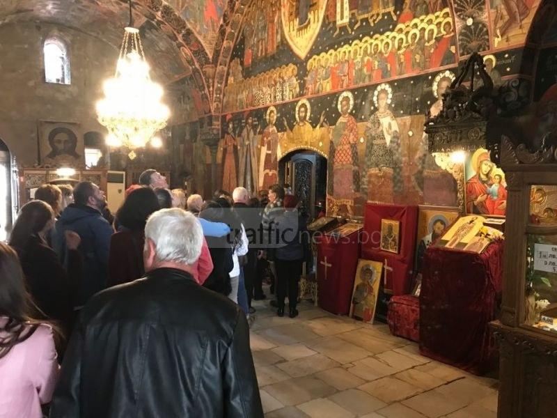 Стотици поклонници се стичат в Бачково! Започва празника на манастира