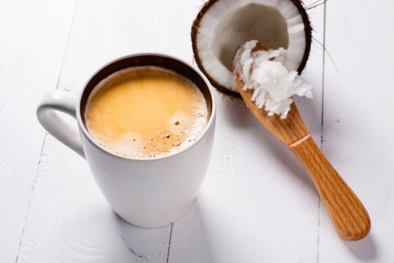 За какво е полезно кафето с кокосово масло?