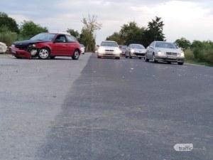 Катастрофа затапи един от изходите на Пловдив! Ламарини и стъкла покриха пътя