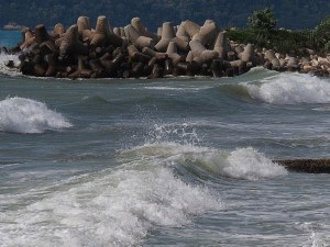 Морето е опасно и днес! Мъртво вълнение в почти цялото Черноморие