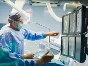 Сложиха 11 стента на пациент в уникална операция в