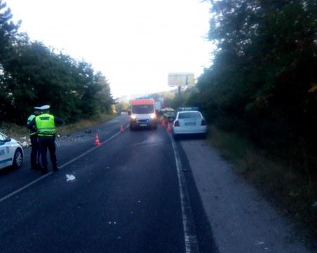 Тежка катастрофа между автобус и кола! Трима са ранени