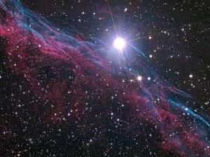 Астрономи откриха повтарящи се сигнали, идващи от Вселената