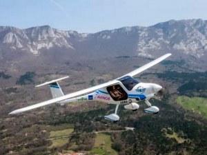 Електрически самолет се разби в езеро