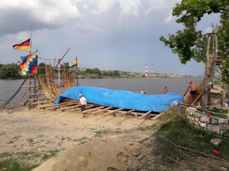 Тръстикова лодка тръгва на международна експедиция от Варна