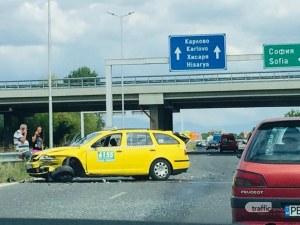 Катастрофа на един от изходите на Пловдив – две коли се помляха