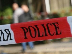 Полицейска блокада в Поморие! Мъж се барикадира в дома си