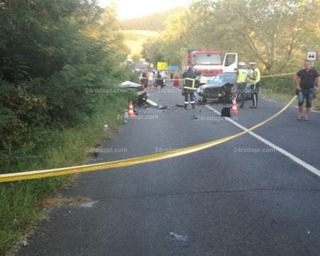 Две сватбарски коли се помляха, младоженецът пострада