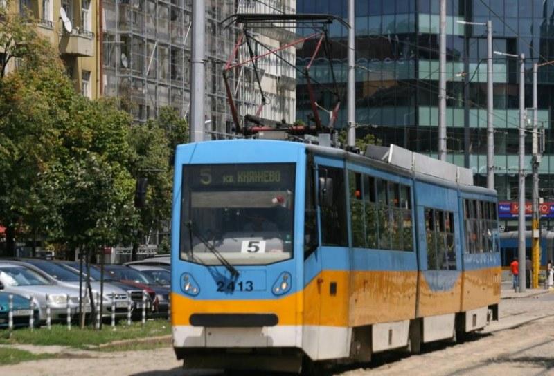 Трамвай блъсна мъж в столичния