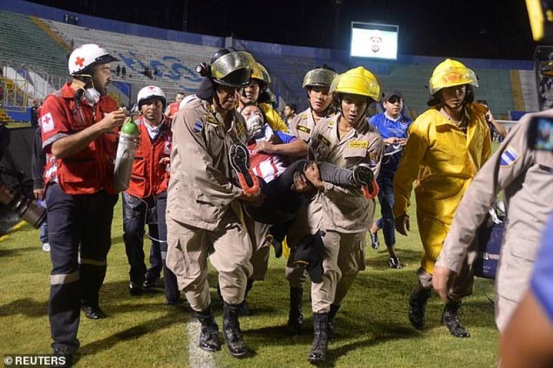 Трима загинаха при ексцесии на футболно дерби
