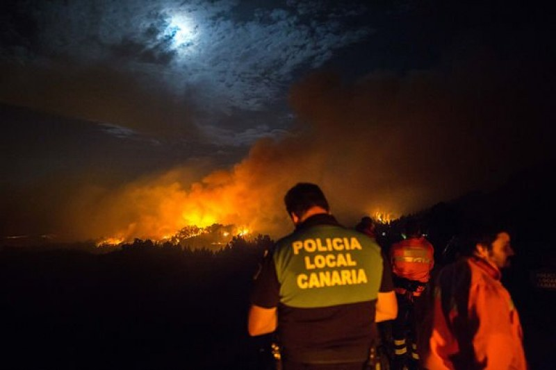 Бедствие на Гран Канария – евакуираха 4000 души от острова заради пожар