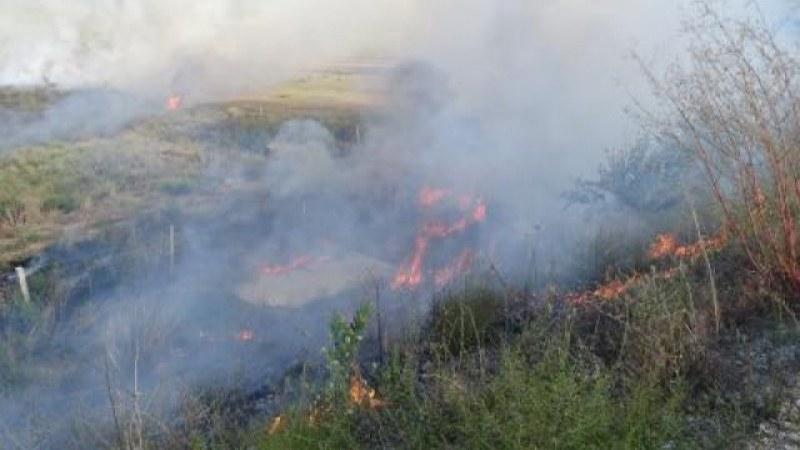 Нов пожар край Реброво – огънят изпепели къщи и постройки
