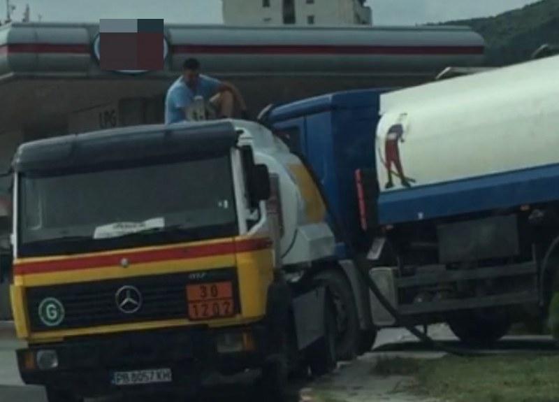 Позволено и легално ли е подобно прехвърляне на гориво, пита читател на TrafficNews