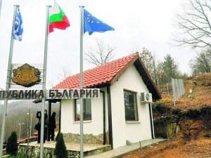 Двуметров Момчил юнак вдигат до ГКПП Златоград