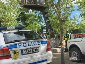 Мъж почина на пейка, седящ до него непознат му отмъкна парите
