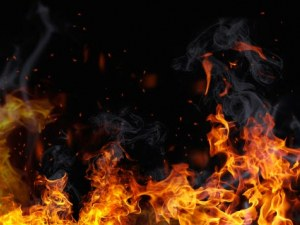 Пожар избухна в старото сметище в Перник, чул се силен пукот