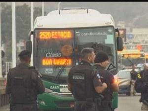 Заложническа драма в Рио! Въоръжен отвлече автобус, има заложници
