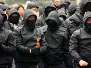 Арестуваха петима футболни фенове на Орлов мост