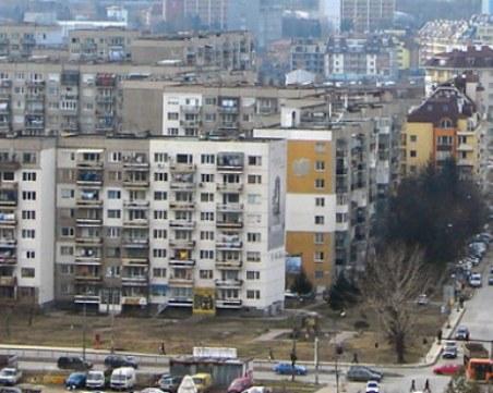 Психично болна съседка тормози цял блок във Варна