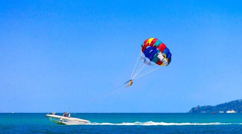 """На косъм от трагедия! Туристи с парашут се приземиха на дърво край """"Каваци"""""""