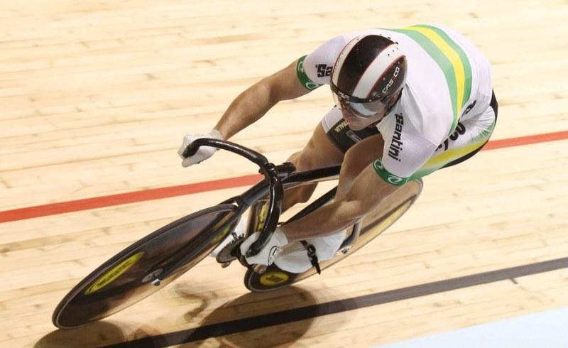 Съдия рискува живота си, за да спаси колоездачи