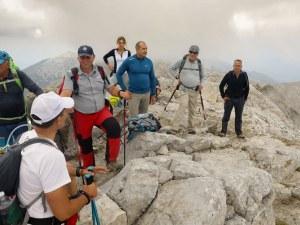 Румен Радев катери Пирин със спасители, за да остави материали за нов заслон