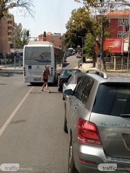 За автобусите в Пловдив правила няма, могат да изпреварват навсякъде