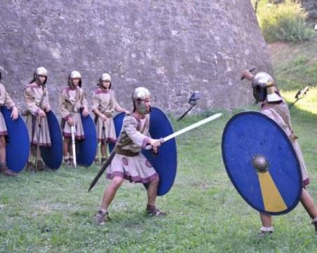 Легионери се бият по зидовете на крепостта Баба Вида